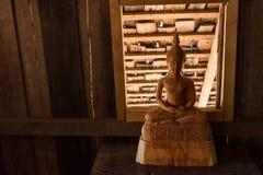 木菩萨雕象在Wat phrathat张西康省教会里在南 免版税库存图片