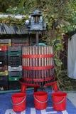 木葡萄压榨机 免版税库存照片