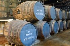木葡萄酒桶在波尔图,葡萄牙 库存照片
