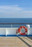 木蓝色浮体天空的码头 免版税库存图片