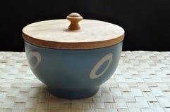 木蓝色碗的盖子 库存图片