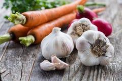 木表的蔬菜 免版税库存照片