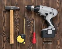 木表面上的手工工具 库存图片