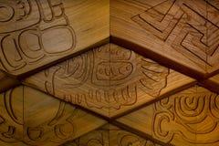木表面上的摘要样式装饰浅浮雕作为建筑学一部分 菱形 背景概念 免版税图库摄影
