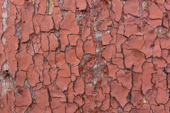木表面上的红色破裂的绘画 库存图片