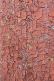 木表面上的红色破裂的绘画 免版税图库摄影
