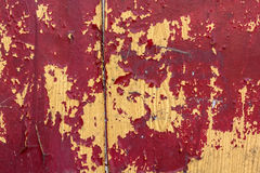 木表面上的红色破裂的绘画 免版税库存图片