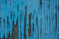 木表面上的蓝色破裂的绘画 免版税库存图片