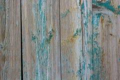 木表面上的蓝色破裂的绘画 免版税库存照片
