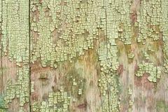 木表面上的破裂的绘画 免版税库存照片