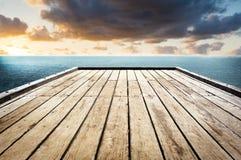 木表面天空背景 库存图片