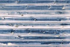 木衬里上墙壁 白色,灰色蓝色木纹理 背景老盘区,无缝的样式 水平的板条 免版税库存照片