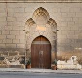 木被成拱形的门,开罗,埃及城堡  免版税库存照片