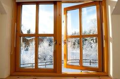 木被装双面玻璃的视窗 库存图片