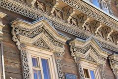 木被雕刻的platbands,俄国样式 免版税库存照片