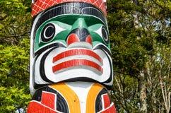 木被雕刻的标识杆在史丹利公园 免版税图库摄影