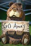 木被雕刻的熊-锯艺术 免版税库存照片
