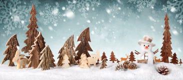 木装饰作为一个逗人喜爱的冬天场面 图库摄影