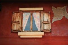 木视窗。 库存照片