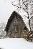 木谷仓在冬天 免版税库存图片