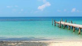 木走道在热带海滩的泰国海 影视素材