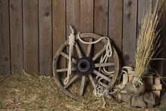 木轮子whith绳索 库存照片