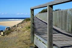 木道路木板走道Urunga沼泽地在澳大利亚 免版税库存照片