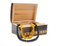 木配件箱的珠宝 图库摄影
