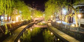 木野崎Onsen从木野崎Onsen的夜视图在丰冈市,兵库,日本 库存图片