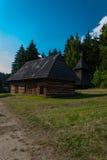 木钟楼和村庄从Trstene -斯洛伐克村庄的博物馆, JahodnÃcke hà ¡ je,马丁,斯洛伐克 库存图片