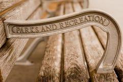 木长凳的城市 免版税库存照片