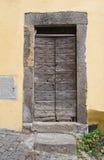 木门。韦特拉拉。拉齐奥。意大利。 免版税图库摄影