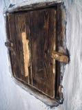 木门在一个老房子里 免版税库存照片