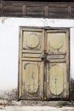 木门民间锁定老的村庄 免版税库存图片