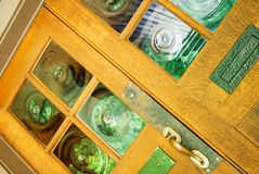 木门的玻璃窗格 库存图片