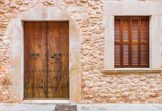 木门的视窗 免版税库存照片