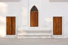 木门,寺庙,泰国的木窗口 免版税库存图片