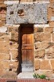 木门-圣吉米尼亚诺托斯卡纳意大利 免版税库存照片
