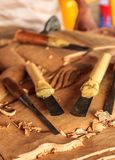 木雕刻师的工具 免版税库存图片