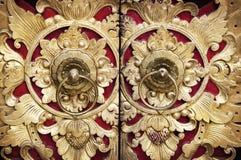 木雕刻的门 库存照片