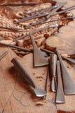 木雕刻师的工具 库存照片