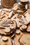 木雕刻师` s工作地点 库存图片
