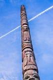木雕刻的标识杆 免版税库存照片