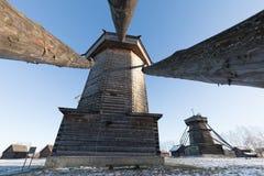木风车在冬天 苏兹达尔 俄国 免版税库存照片