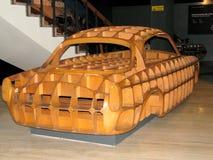 从木头做的汽车,被陈列在汽车国家博物馆  免版税库存照片