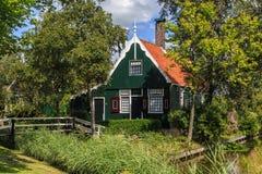 木经典的房子 免版税库存照片