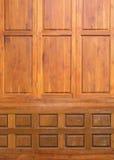 木头半新的被雕刻的纹理装饰了墙壁 免版税库存图片