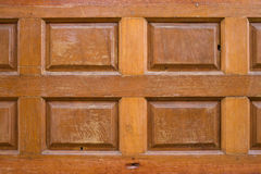 木头半新的被雕刻的纹理装饰了墙壁 免版税图库摄影