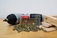 木头和螺丝 免版税库存照片