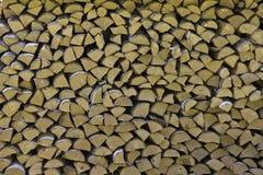 木柴在柴堆被堆积 firewo装饰墙壁  免版税库存照片